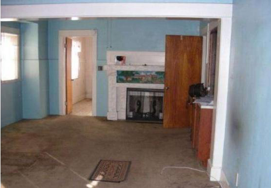Worst listing photos ever. Perfect staging